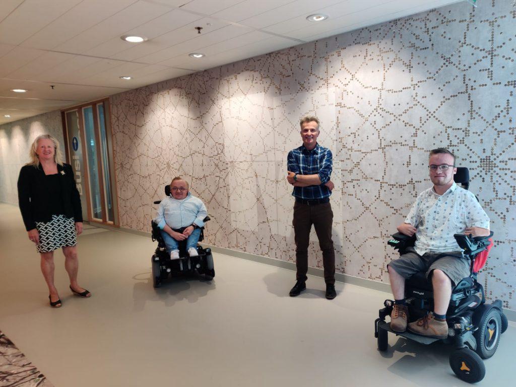 Scouters op bezoek bij Rick Brink, minister van gehandicaptenzaken