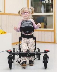 Kinderloophulp NF Walker van Made for Movement met kind