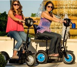 Opvouwbaar scootmobiel EV Rider Stand-N-Ride gebruik